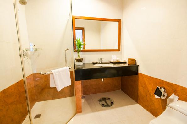 4-family-bathroom-4