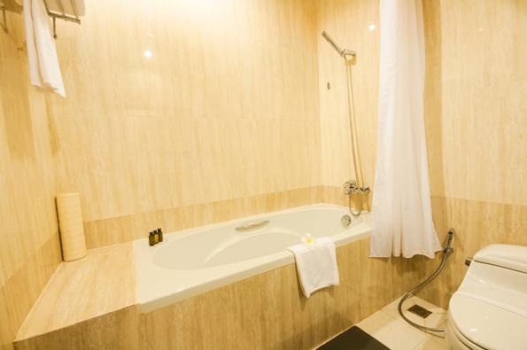 5-Deluxe-bathtub